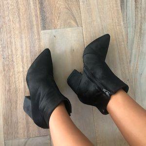 Black velvet Steve Madden boots